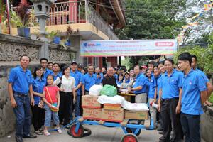 PVOIL Lube tổ chức chương trình hành hương-từ thiện đầu Xuân Giáp Ngọ 2014